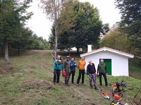 El sábado limpiamos el terreno público de Egoarbitza
