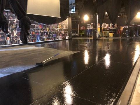Estamos renovando el suelo y el escenario del Espaloia Kafe Antzokia