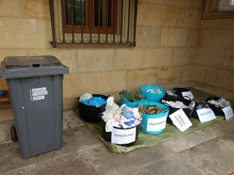Hemos caracterizado 53,8 kg de residuos arrojados al contenedor del resto (gris). El 53,9% ere material reciclable
