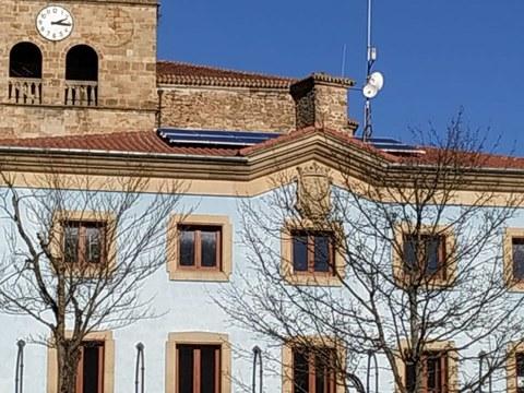 Hemos colocado paneles fotovoltaicos en el tejado del Ayuntamiento