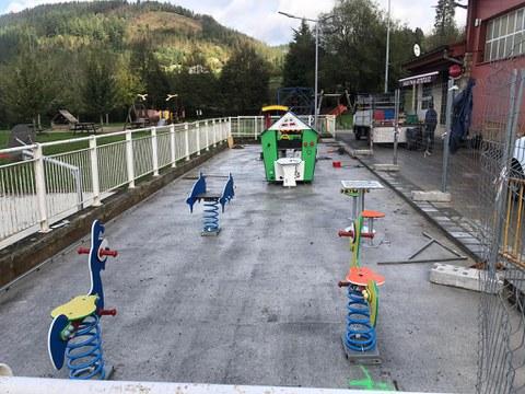 Nueva zona de juegos accesible en el parque de Bolatoki